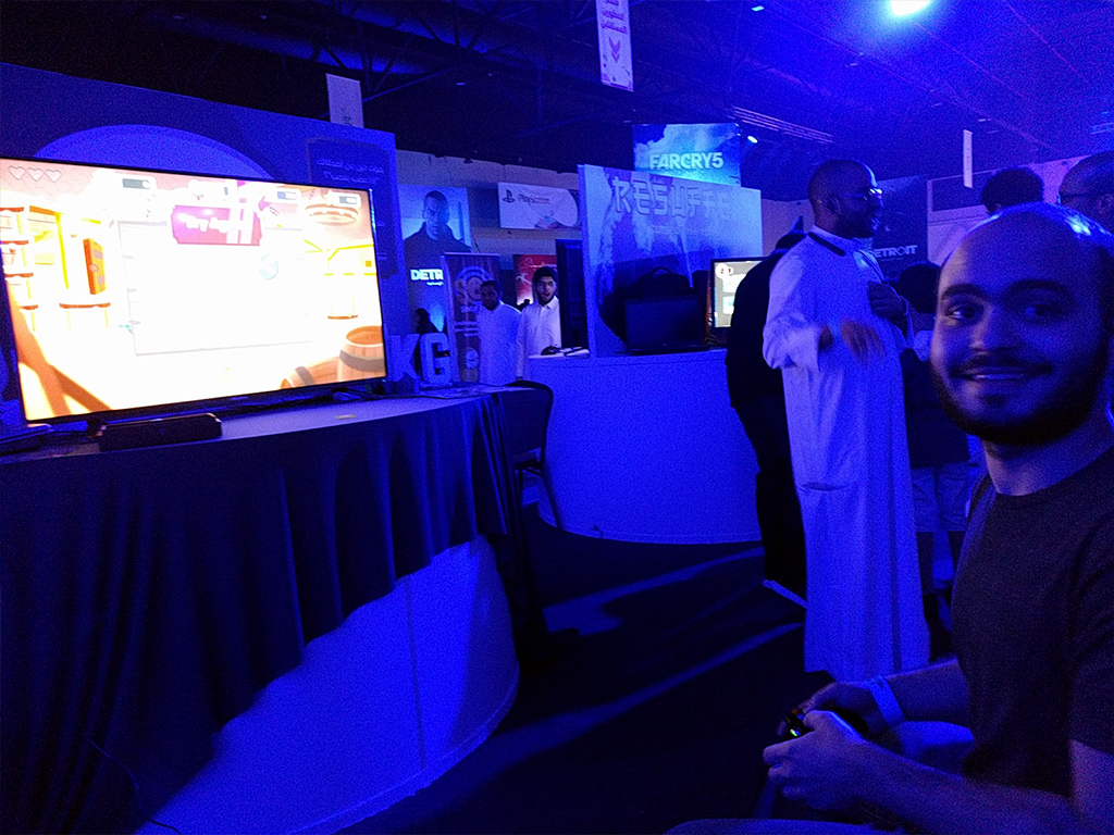 Attendee enjoying Flipper Knight at Gamers Con 2018
